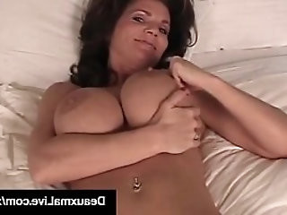 Mature Milf Deauxma Shows Off Toes Feet Soles In Bed Nude!