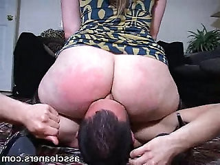Fat bouncy ass smothers a pathetic mans face