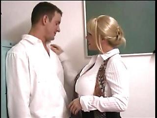 Kandi Cox seduces student