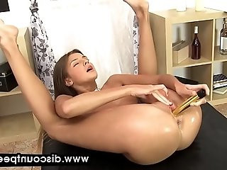 Stunning Milena fingers her piss soaked pussy